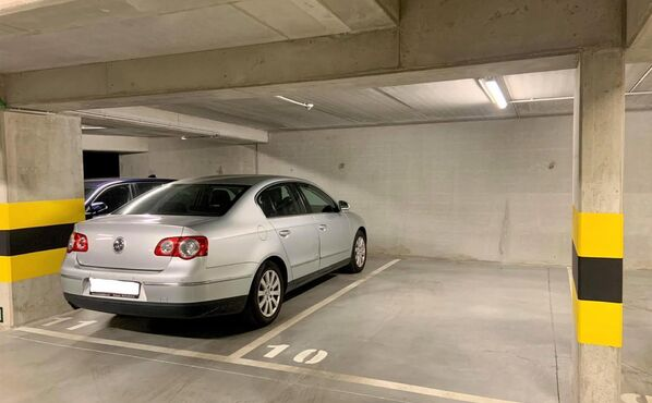 Inside parking for rent in Evere